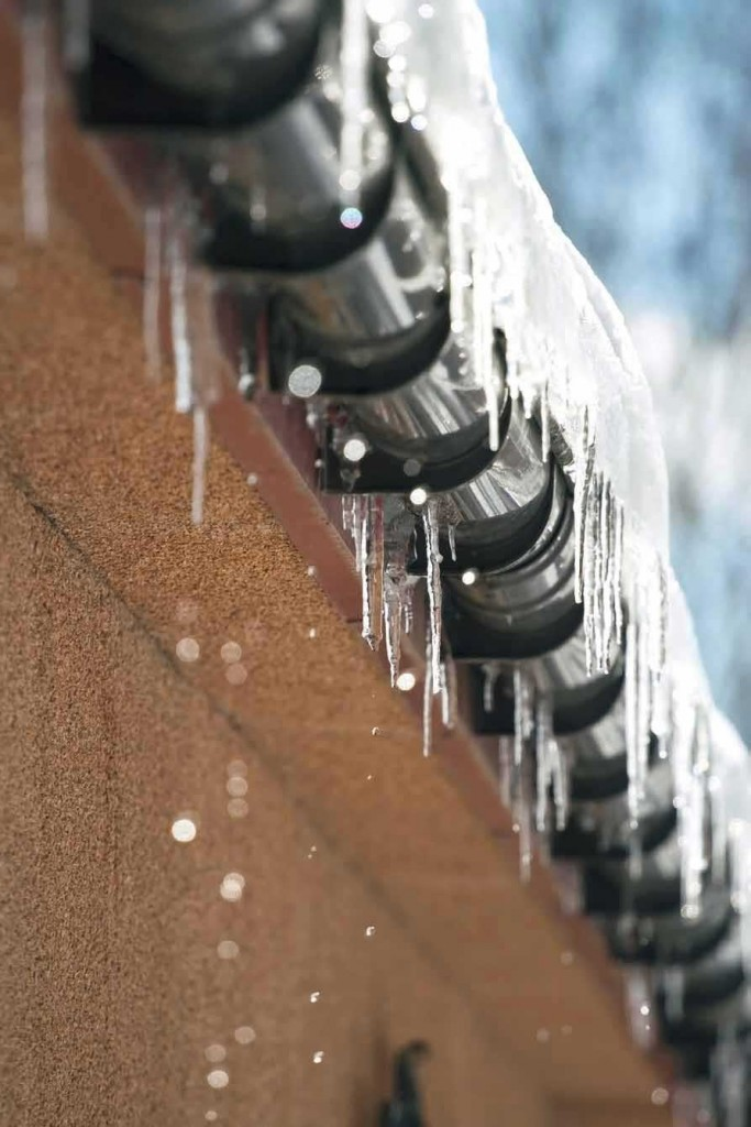 <strong>Snow & ice on roofs and in gutters can build up and become a hazard.</strong> In harsh climates the additional weight from snow or ice can threaten the integrity of the building construction and may cause roofs to collapse. Thermon's RGS heat tracing cables can be used to safely melt snow and ice preventing a build up.